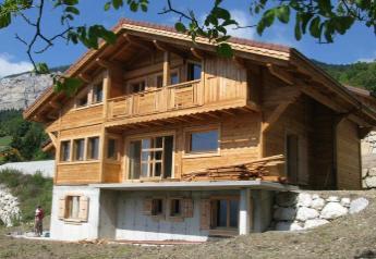 Дом с отделкой сибирской лиственницей