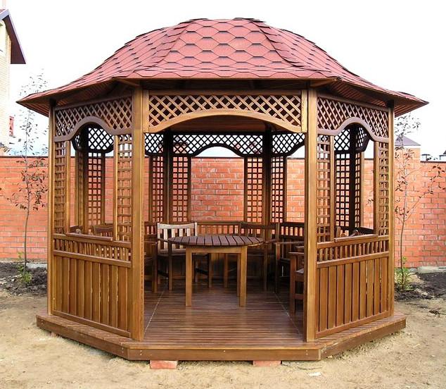Сооружение деревянной беседки