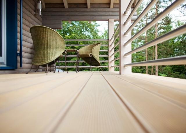 Строительство из лиственницы: правила монтажа палубной доски