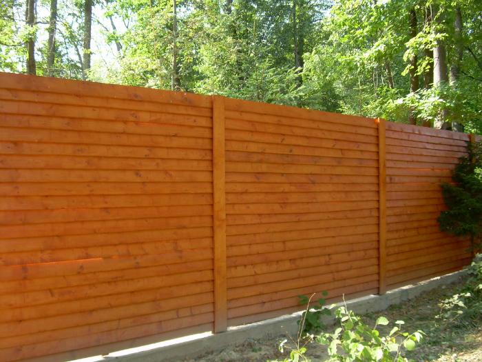 Забор с натурального дерева